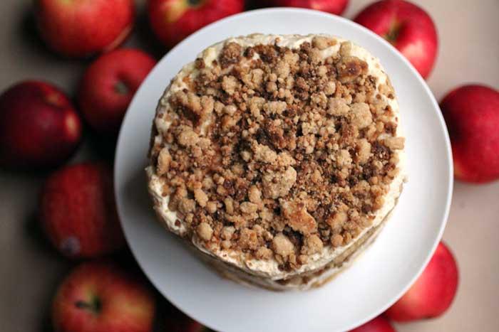 {momofuku} apple pie cake // The Pancake Princess